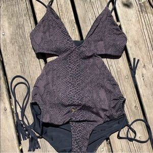 Acacia Reversible Cut Out fits smaller than size